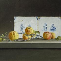 kweeappels en tegeltjes Olieverf op paneel 35 x 56 cm